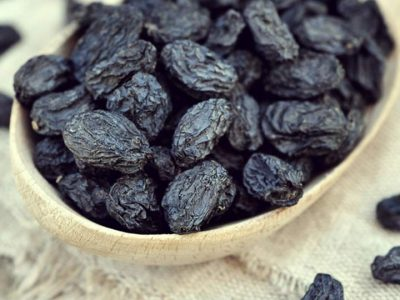 dried black grapes